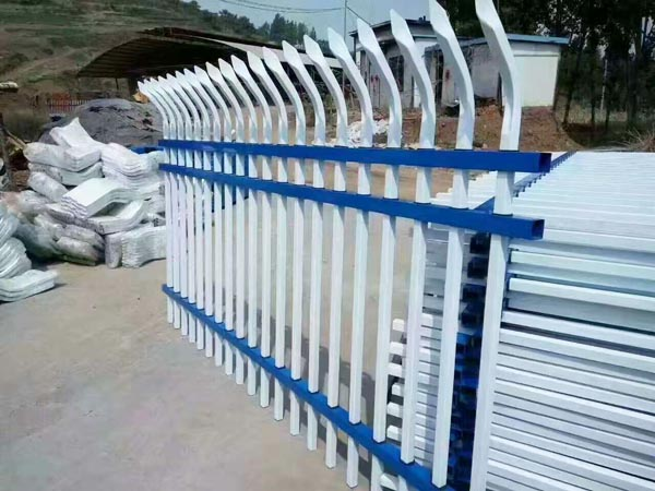 喷塑型钢护栏就到泓源喷塑护栏厂